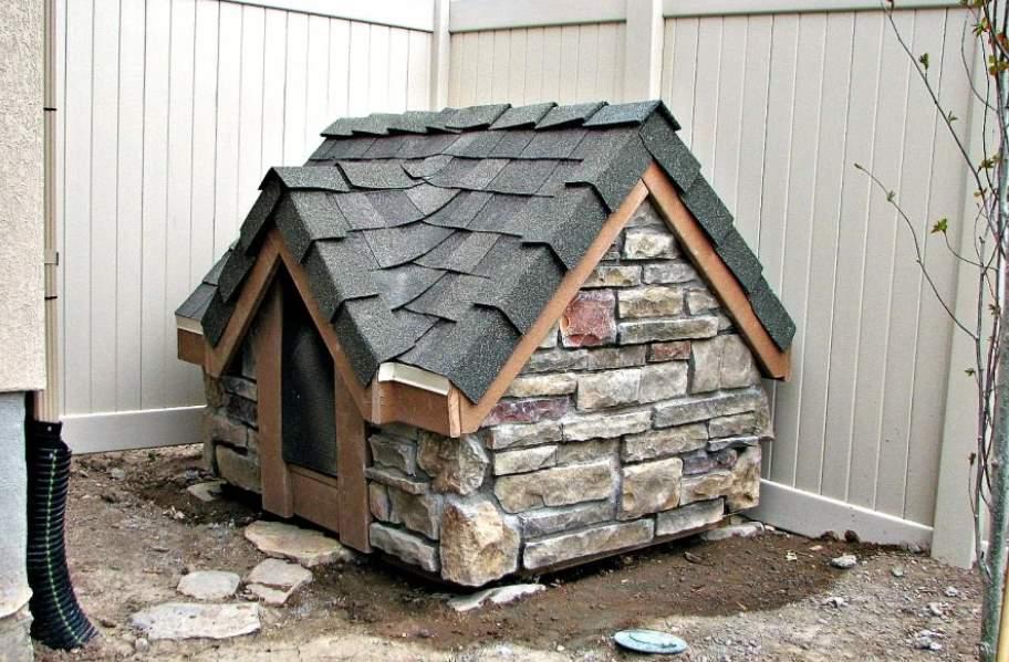 каменная будка для собаки